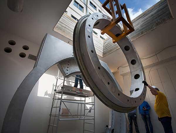 линейный ускоритель и МРТ мощностью 1,5 Тесла