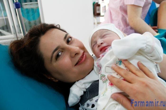 Мать-с-новорожденным младенцем