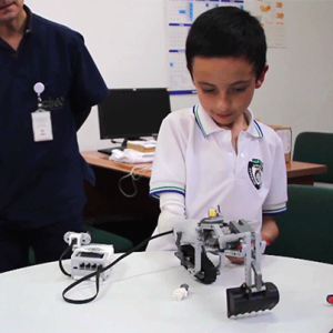 Протез руки IKO интегрируется с LEGO, позволив детям-инвалидам играть