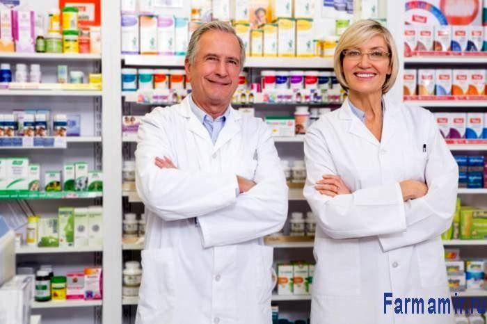 мужчина и женщина фармацевт