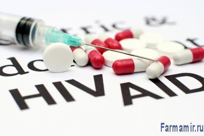 лекарства и шприц вакцина от вич