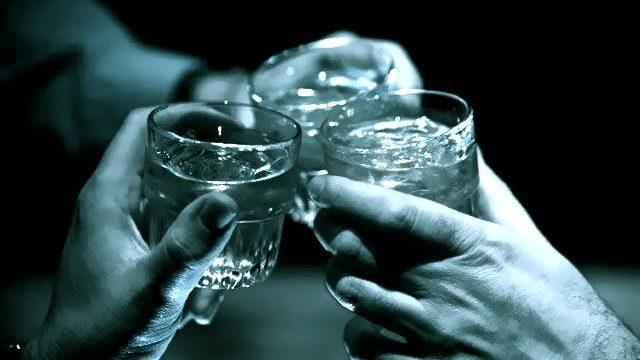 алкогольные напитки с друзьями