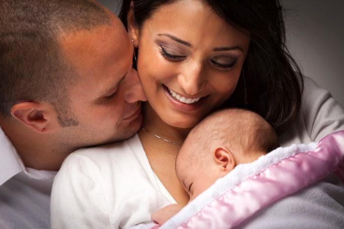 любящая пара с ребенком