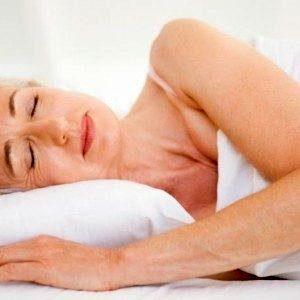 Может ли сон на одном боку снизить риск болезни Альцгеймера?