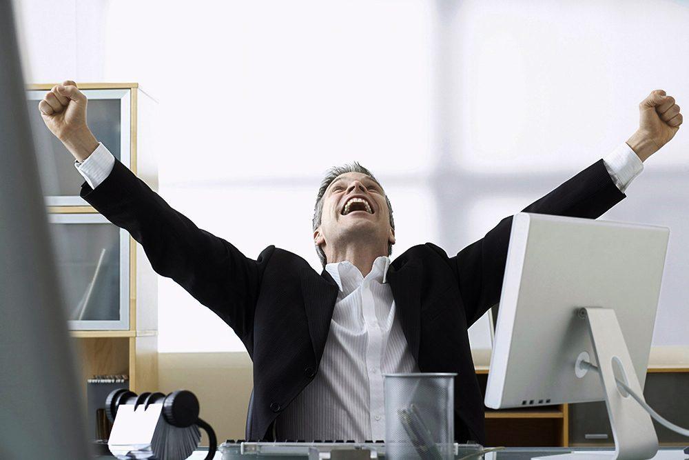 счастливый менеджер