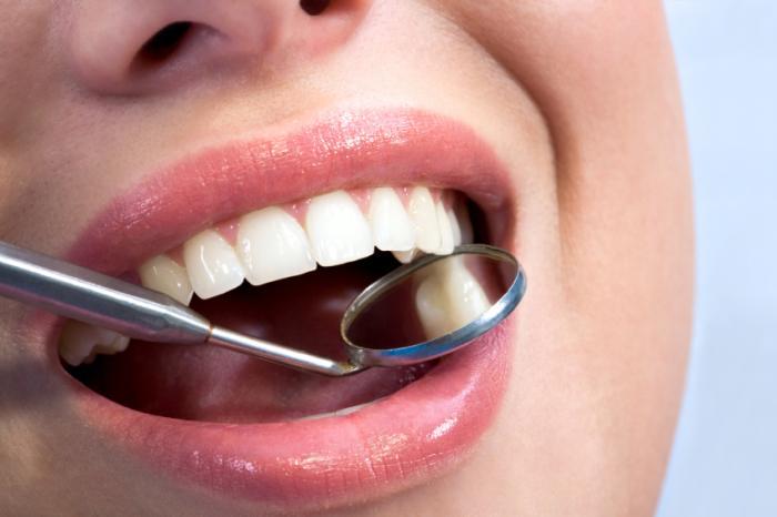 открытый рот осмотр зубов