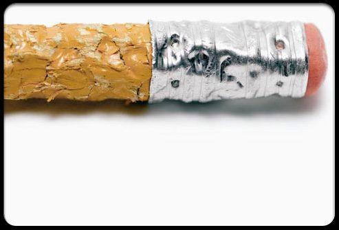 Жевание карандаша разрушает зубы
