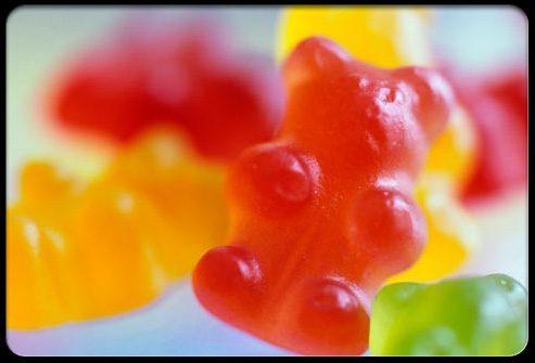 Клейкие конфеты разрушают зубы