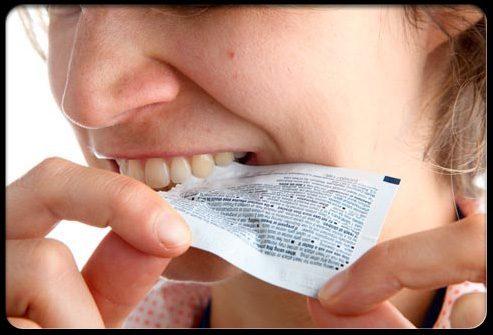 Открытие упаковки с помощью зубов