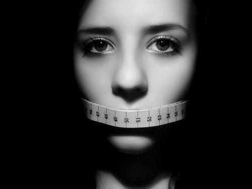 Нервная анорексия: причины, симптомы и лечение
