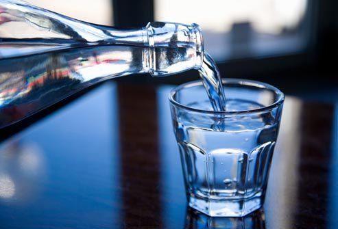 Жизнь с язвенным колитом: Сохранение водного баланса