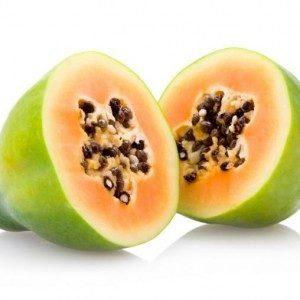 Папайя: полезные свойства для здоровья, использование, риски