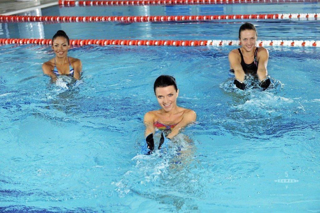плавание в бассейне;