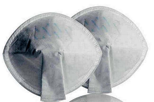 Вкладывайте прокладки в бюстгальтер, регулярно заменяя их по мере надобности.
