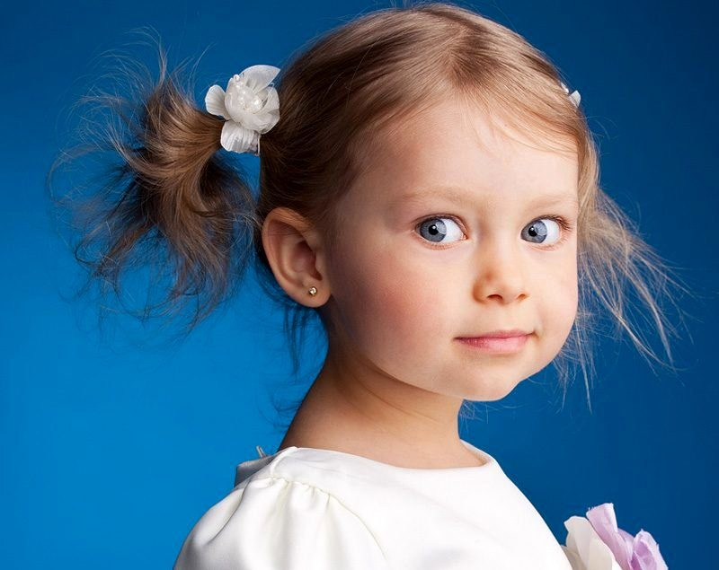 девочка три года