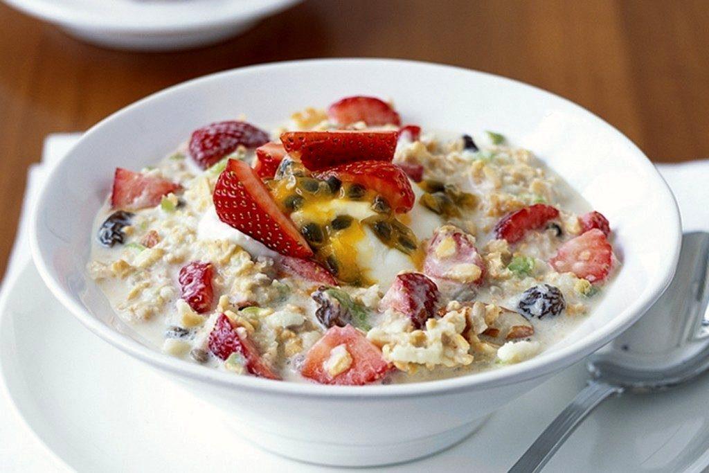 йогурт со свежими фруктами