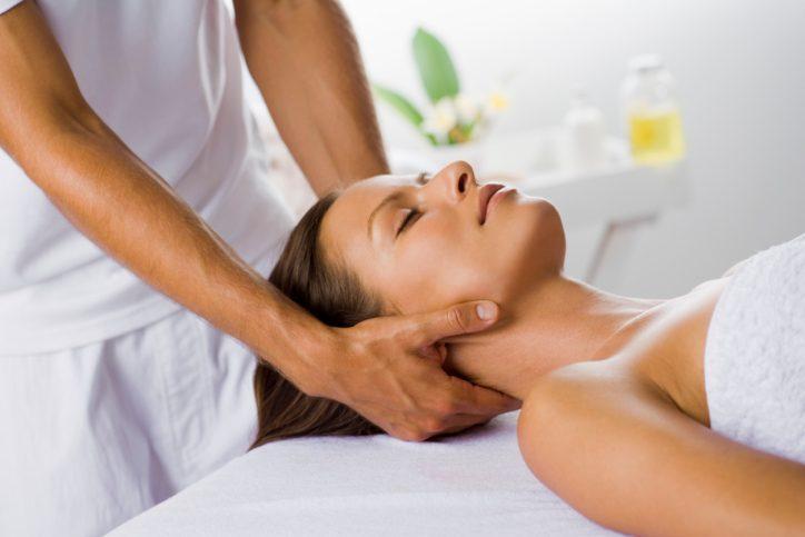 Рисунок 2. Массаж при боли в шее – один из главных способов облегчения симптомов