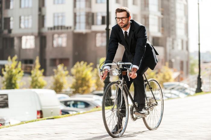 Если добираться на работу не на автомобиле, а на велосипеде, это может снизить риск развития заболеваний сердца