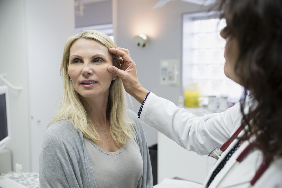 врач отек лица у девушки