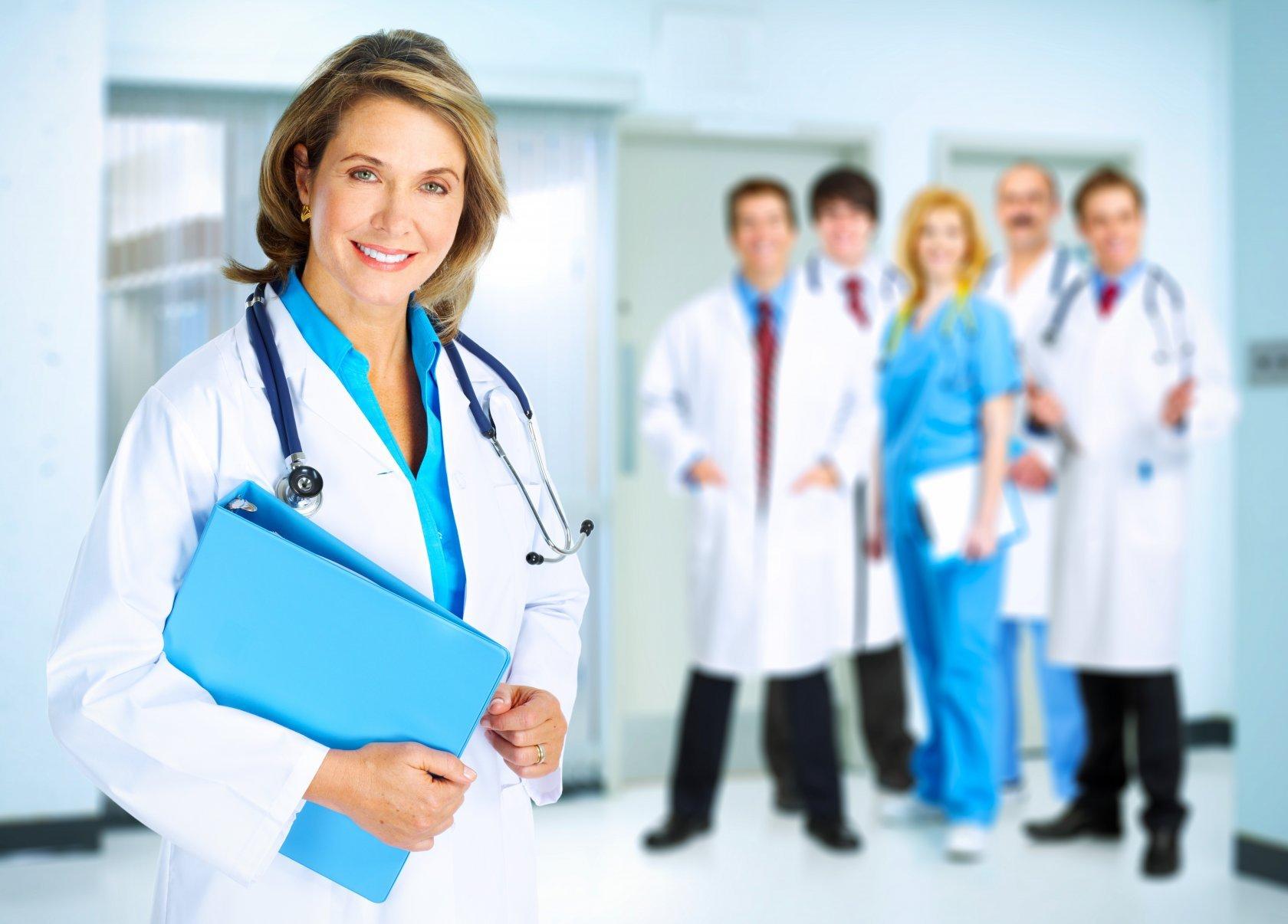 врачи улыбаются