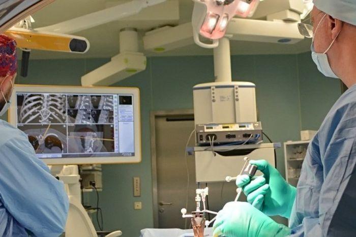 В Москве хирурги удалили гемангиому позвоночника при минимальном рентген-облучении