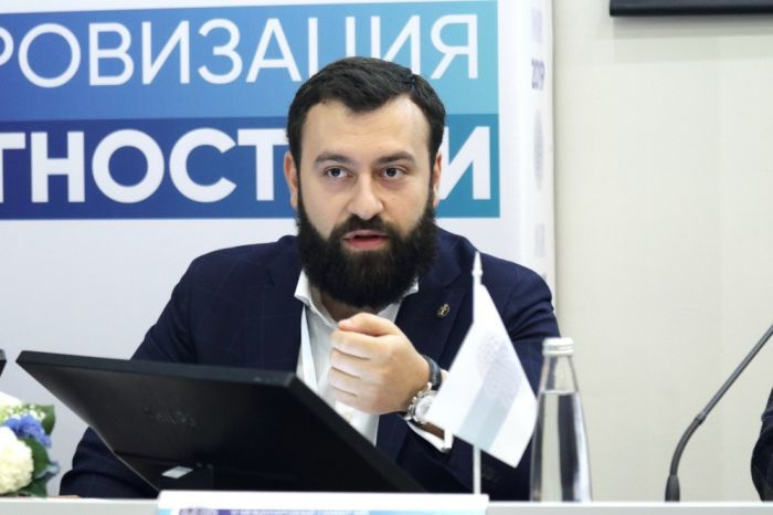 Александр Аронов