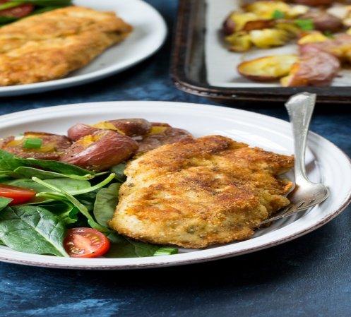 1. Домашние куриные котлеты с салатом