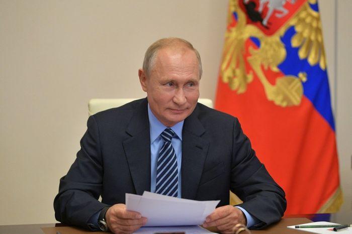 Владимир Путин закрепил в поручениях выплату отпускных медработникам